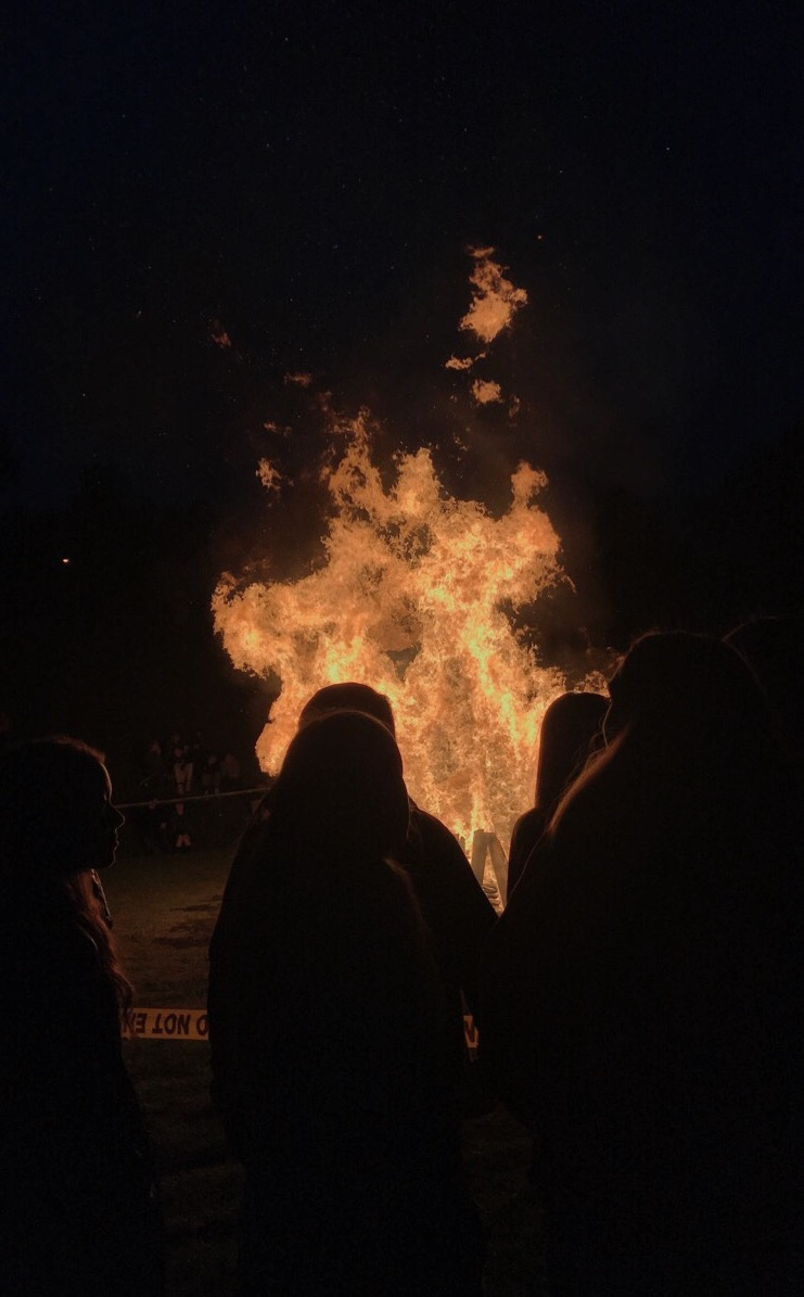 "Indiana gets ""fired up"" for football game with bonfire"